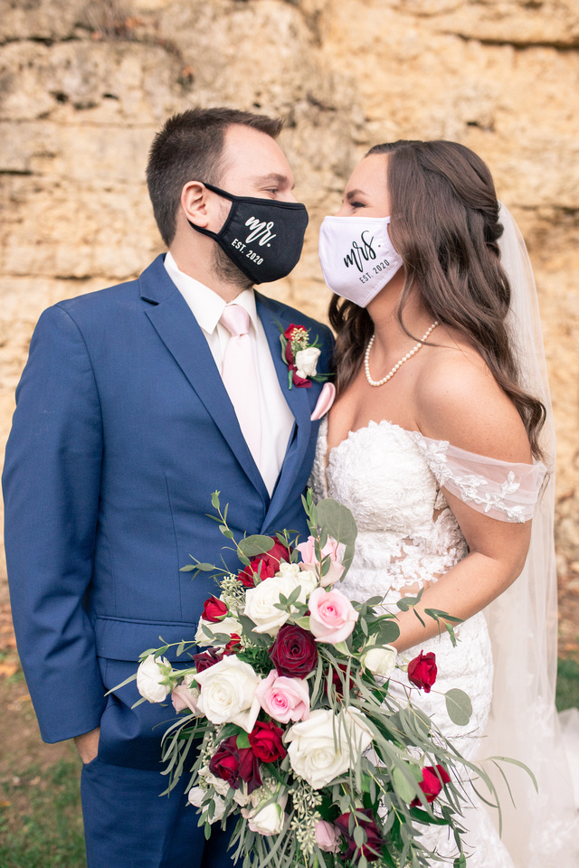 bride and groom at wedding wearing masks for covid prevention