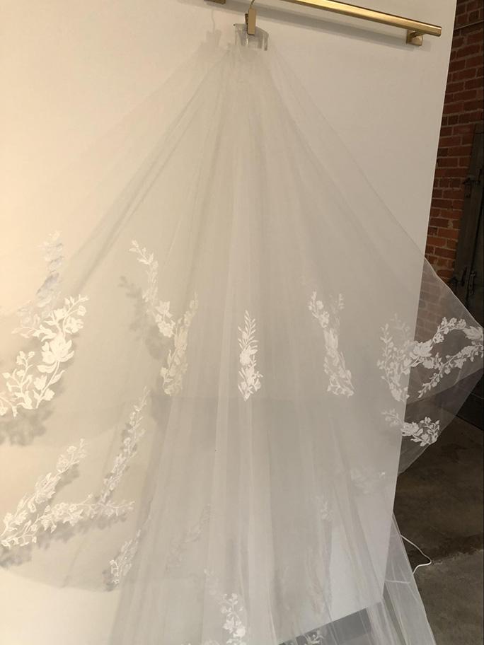 Bridal wedding veil: AVL0046 by Essense of Australia